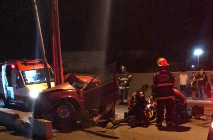 Motorista morre após se chocar contra poste em Jaraguá do Sul