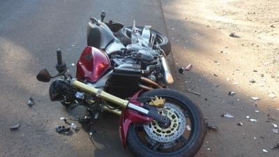 Mulher sofre acidente de moto na avenida Prefeito Waldemar Grubba