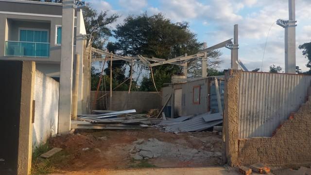 Operário morre após viga e telhado de galpão desabarem em Itajaí