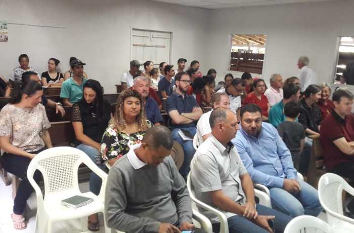 Prefeitura não manda representante à reunião e moradores prometem novas ações