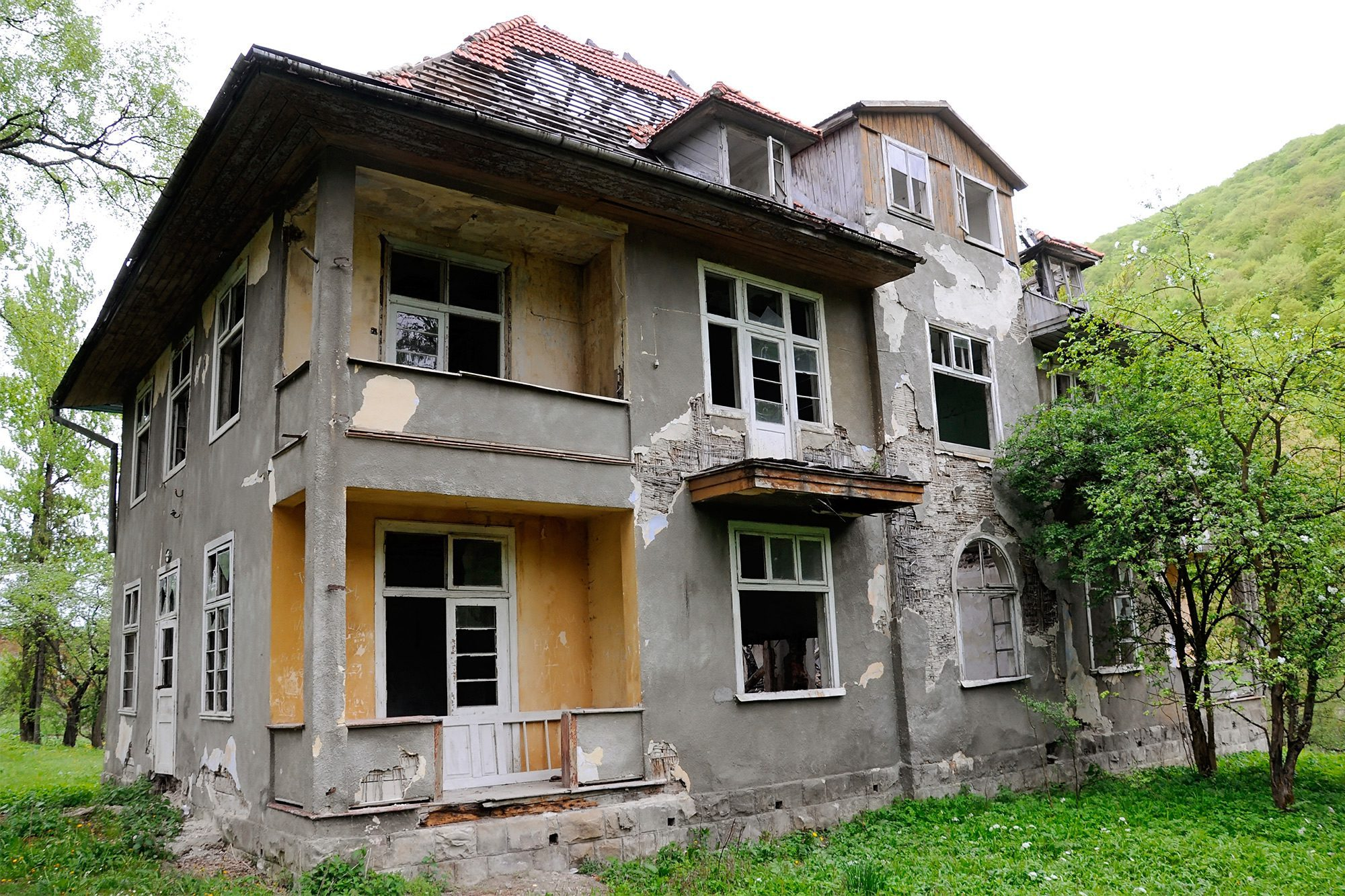 Altes Haus Sanieren Kosten Before You Buy A Fixer-upper, Read This | Realtor.com®