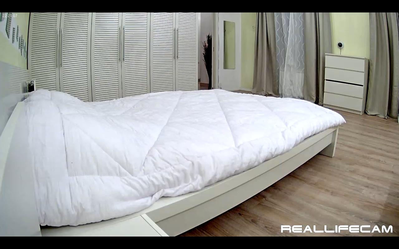 Paul And Leora Reallifecam Bedroom