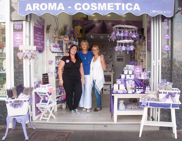 Isabel, Tiziana y Patricia en la tienda física de Lavanda&Co