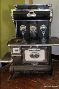 Le poêle à bois de marque Peerless Peninsular de Mme Dickson qui se trouve toujours à Rectory Hill
