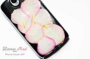 Rose-Petals-Phone-Case-DIY-met-tekst