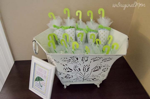 How to make umbrella candy holders recycled crafts for Baby shower umbrella decoration ideas