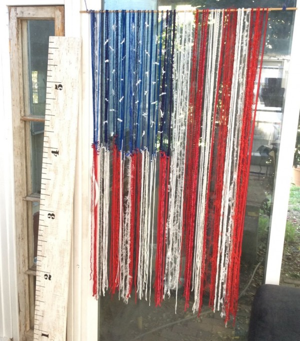 How-to-make-a-red-white-blue-yarn-flag-902x1024