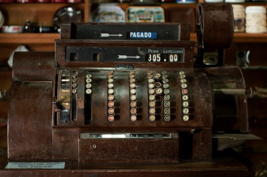 Old cash register (Andrés Moreira/flickr)