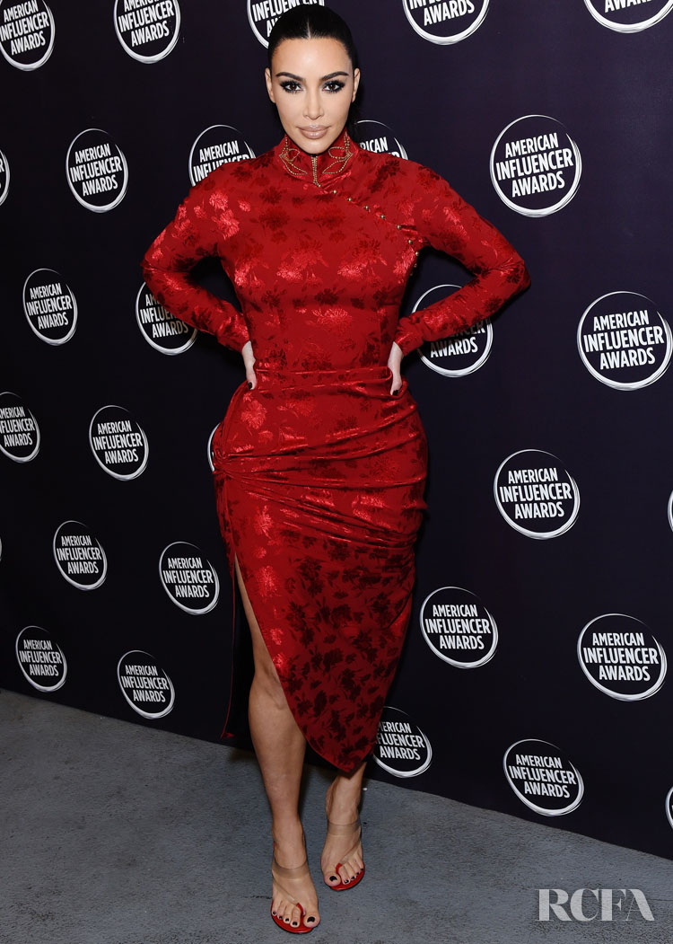 Vintage Look Kim Kardashian In Vintage Christian Dior - American Influencer Awards