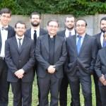 Giuseppe entouré par les membres du séminaire présent ce jour-là à Saint-Jean-de-la-Ruelle