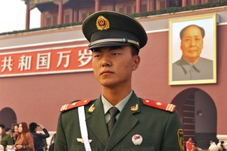 chyba też nie bylibyśmy szczęsliwi, gdybyśmy musieli cały dzień stać z Mao w tle