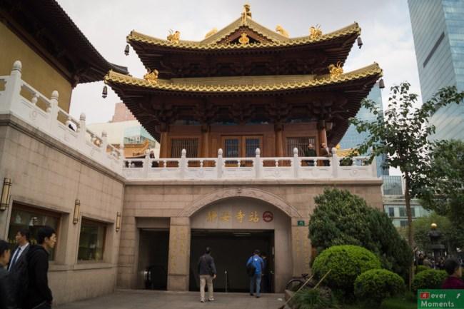 wejście na stację metra pod Jing'an Temple