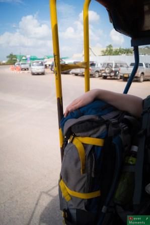 Po załatwieniu wizy zapakowaliśmy się do czekającego nieopodal songthaewa...