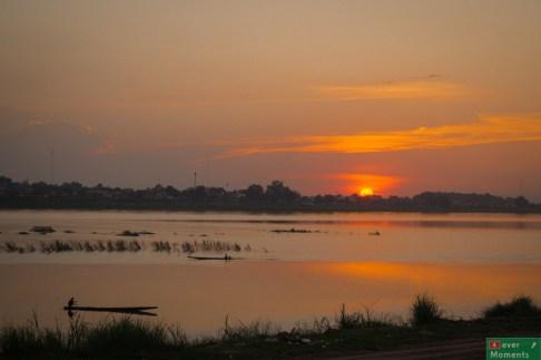 Wraz z zachodem słońca nad Mekongiem zakończyliśmy nasz dzień w Wientian.