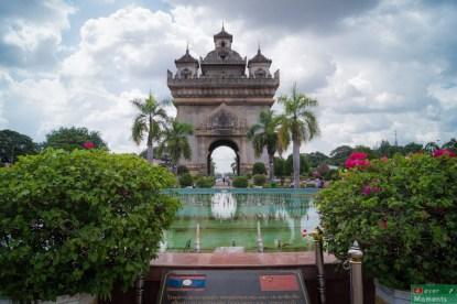 Patuxai jest zdecydowanie jedną z głównych atrakcji miasta.