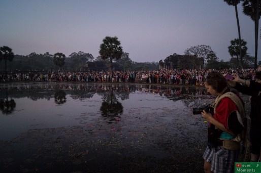 Wschód słońca nad Angkor Wat z drugiej strony obiektywu