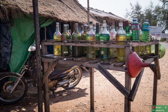"""Stacja benzynowa"" na trasie Sihanoukville-Otres"