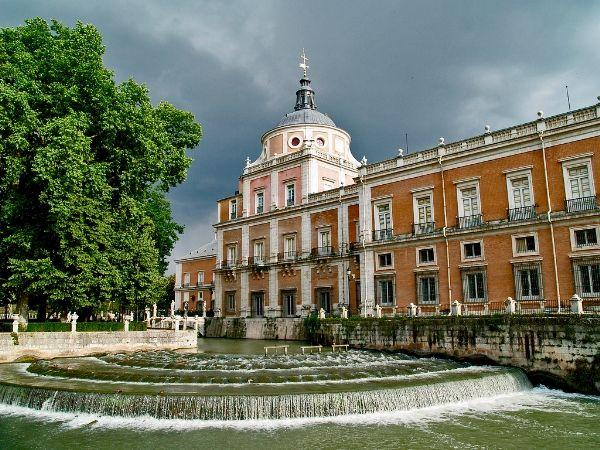 Vista del Palacio Real de Aranjuez desde el Jardín de la Isla