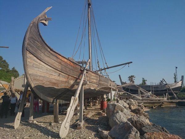 Recreación de embarcación antigua en Turquía.