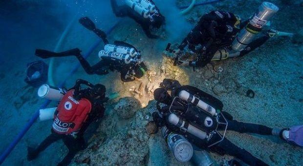 Arqueólogos hallan un esqueleto entre los restos del naufragio de Anticitera. Crédito: Woods Hole Oceanographic Institution