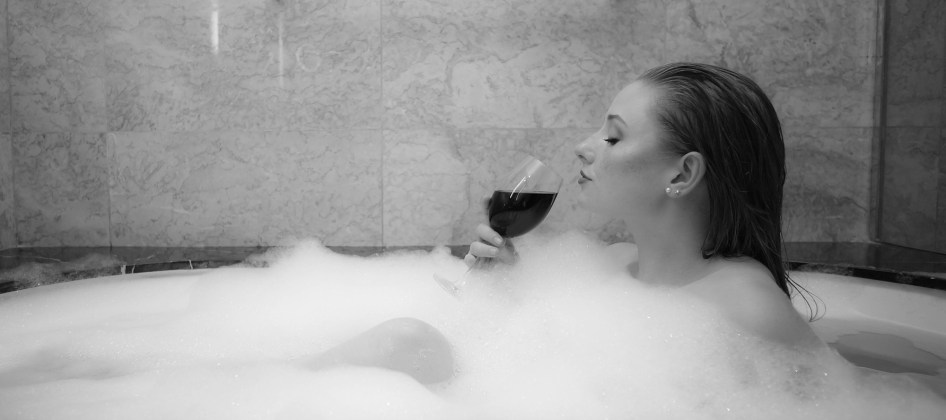 wine_bath_b&w_hyatt_manila