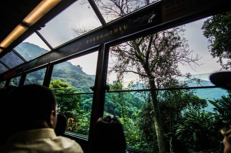 cable-car-ride-down-from-the-peak-hk