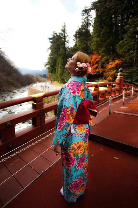 sunbathing_The-Shinkyo-Bridge_nikko