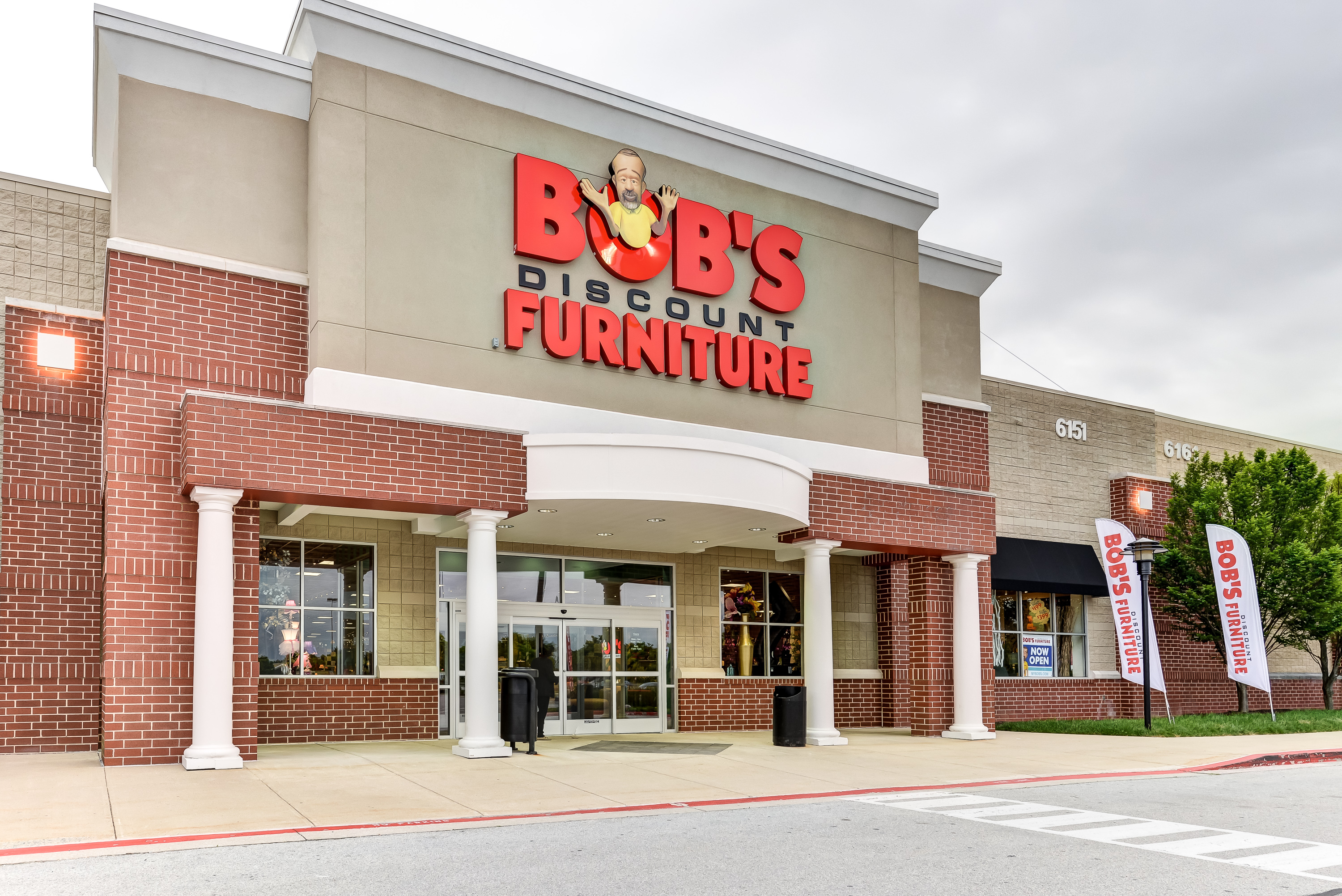Furniture Stores In Valencia Ca Bob S Discount Furniture Coming To Southern California With 6