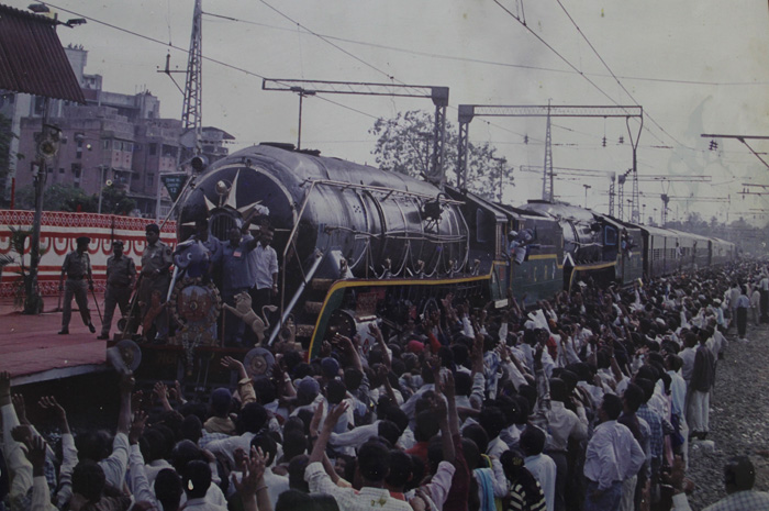 Mumbai City Wallpaper Hd Old Thane Railway Station