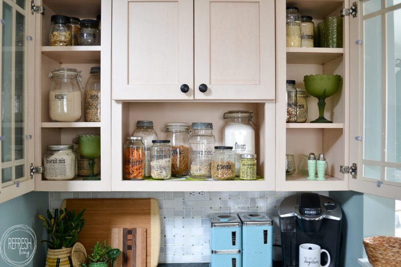 DIY Pantry Labels with Old Glass Jars (FREE pantry label printables