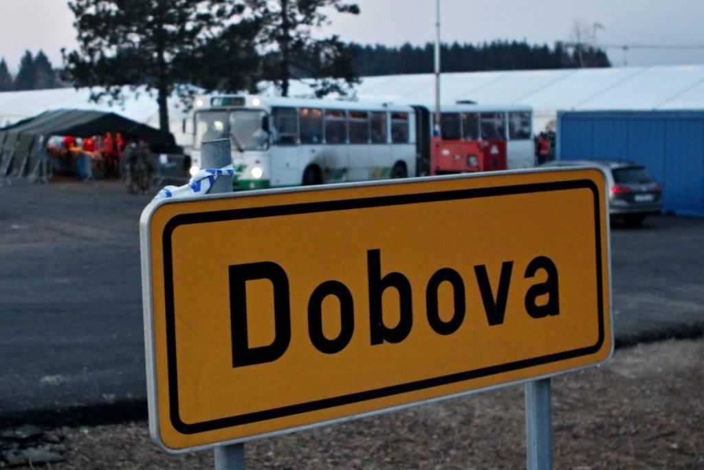 Transfercamp am Ortsrand von Dobova