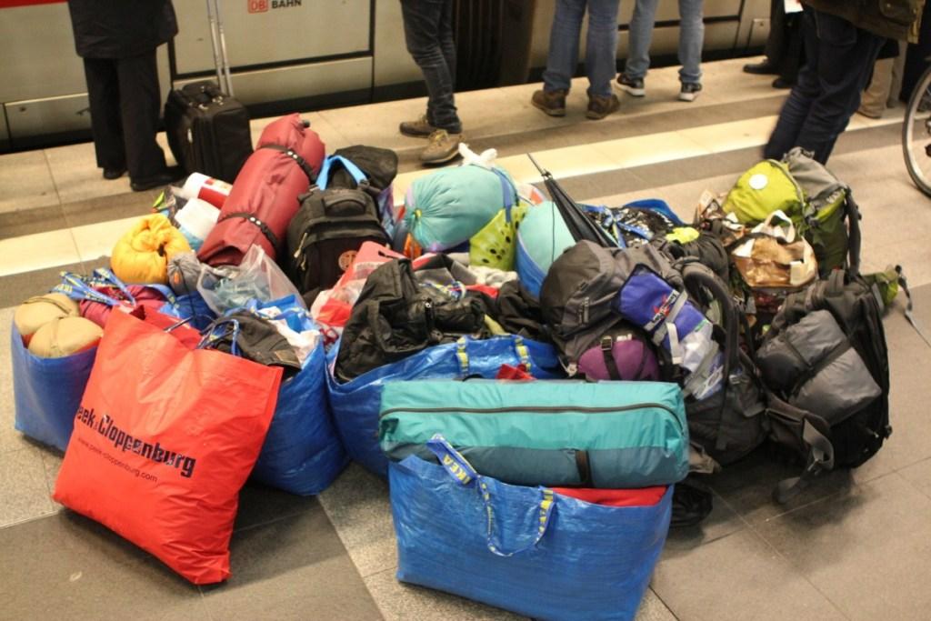 Ein Teil der Spenden kommt mit dem Zug nach Hannover, der Rest ist schon da...