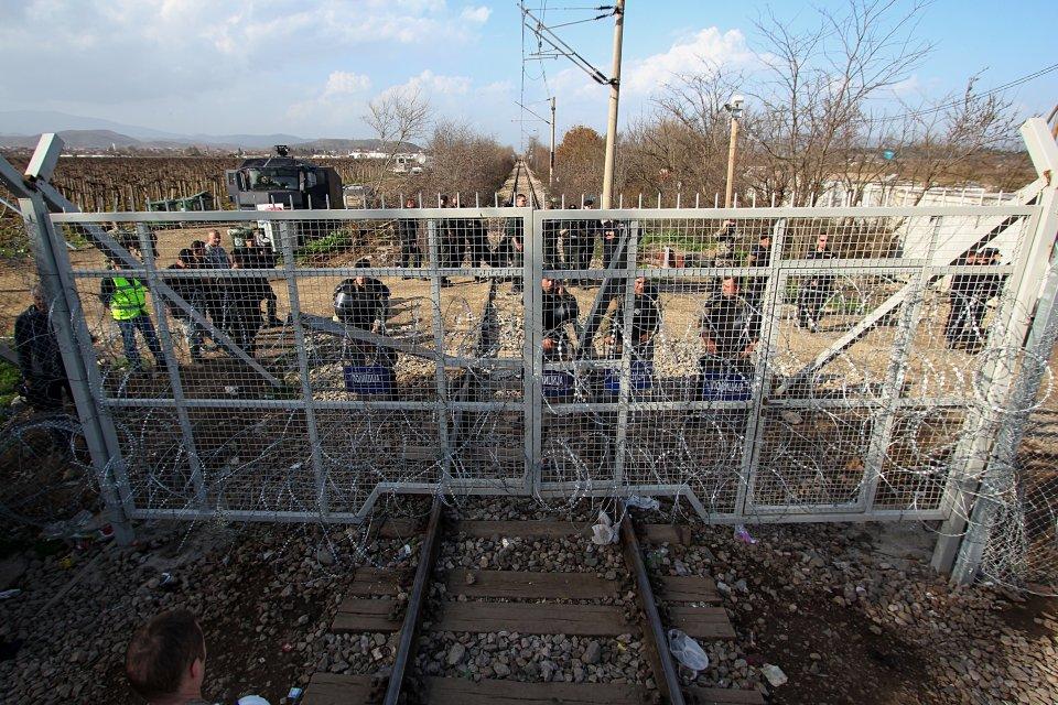 Das Tor mit dem die Eisenbahnstrecke nach Mazedonien abgesperrt wird