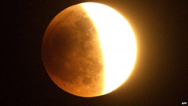eclipse-bood-moon