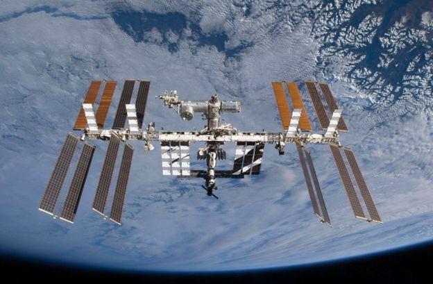 LA Estación Espacial Internacional sobre la Tierra