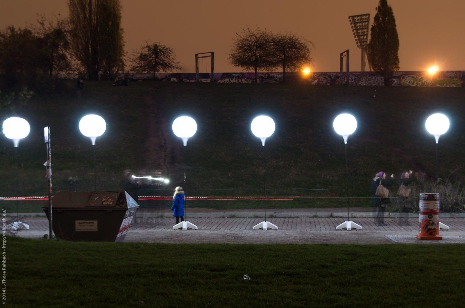 Lichtgrenze am Mauerpark bei Nacht