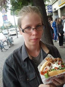 Mustafas Gemuese Kebab! Berliinin kuuluisin (?) ja jonotettavin kebab. Nm. Tunnin. Ei ollut edes niin erikoista.