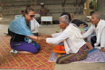 I møte med hinduistiske nonner i Kambodsja