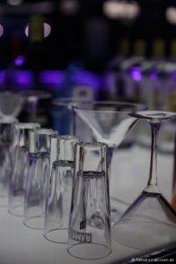 Gläser an der Bar
