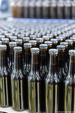 Abgefüllte Flaschen in der Brauerei