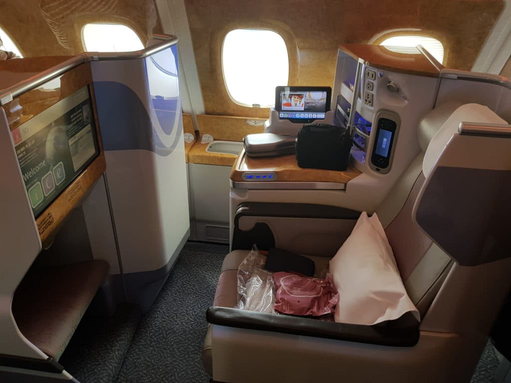 Design Leselampe Review: Emirates Business Class Airbus A380 - Luxus An Bord
