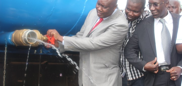 Busia Governor Sospeter Ojaamong launches water bowser  in Samia to be used to avert water shortage. [Photo: Nyakwar Odawo]