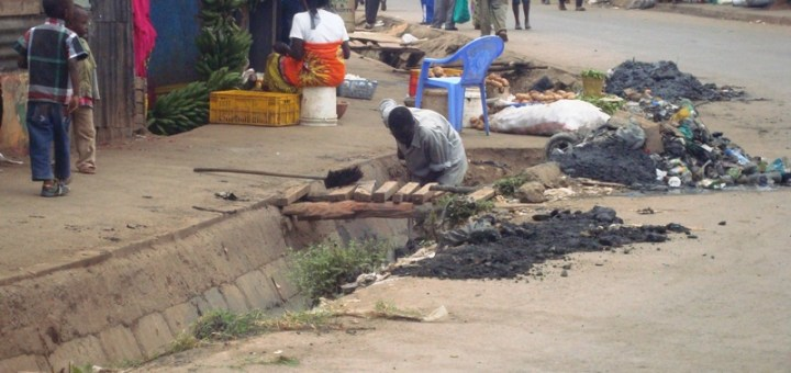 A man unblocking drainage in Makina Estate, Kibra after NYS stopped offering the services. [Picture: Henry Owino]