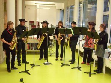 L'ensemble de saxophones a interprété une série de musiques de films