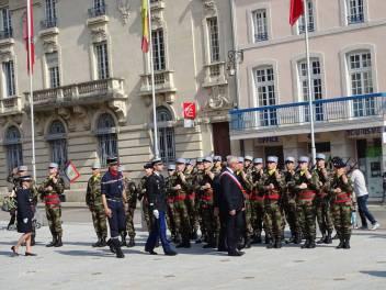 05 salut aux militaires