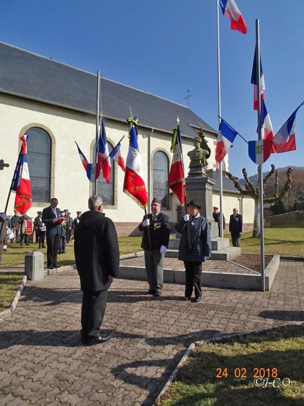 35 Remise du drapeau au titulaire