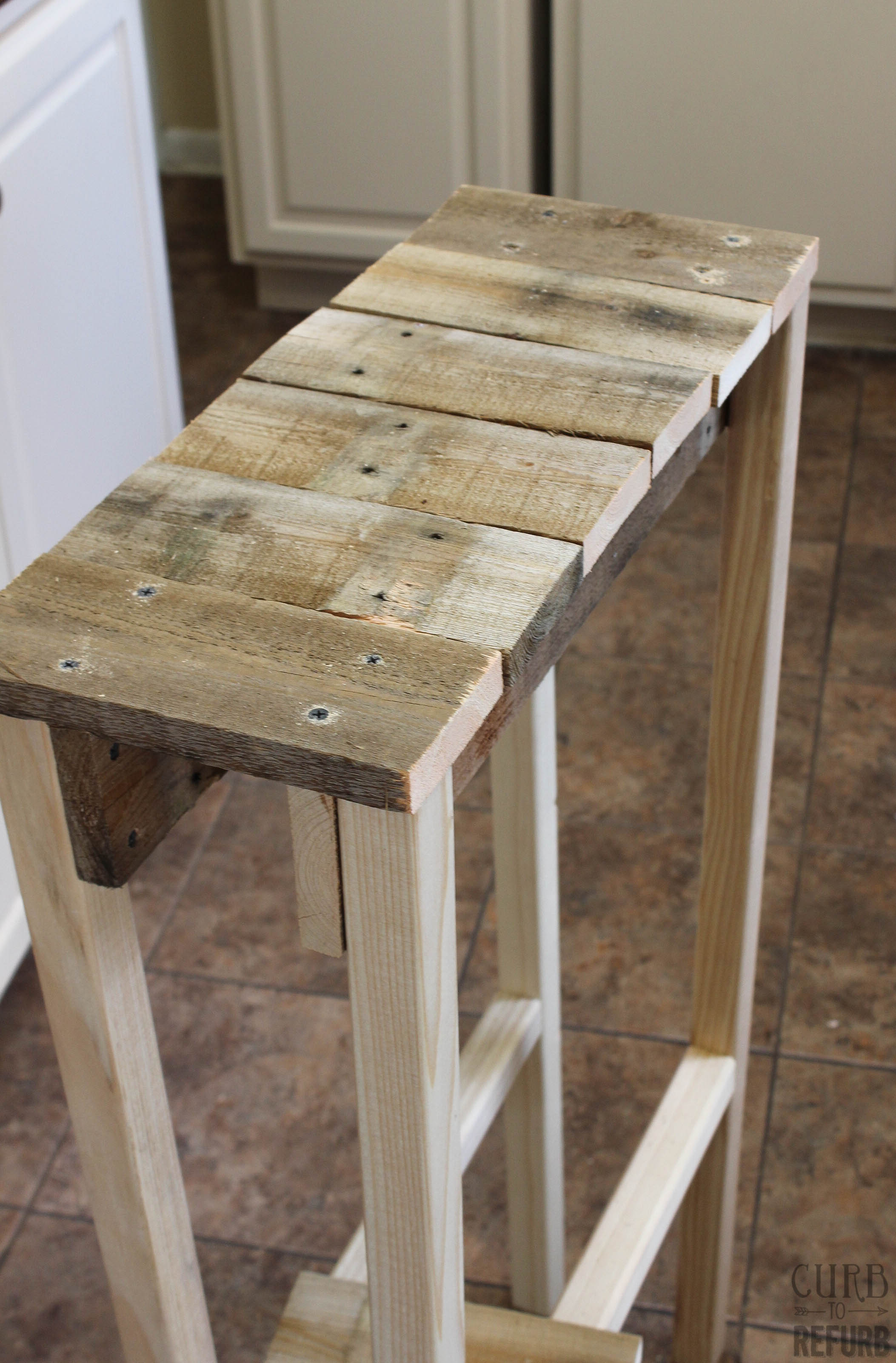 Diy Table With Pallets Remodelaholic Build A Pallet Table For Under 10