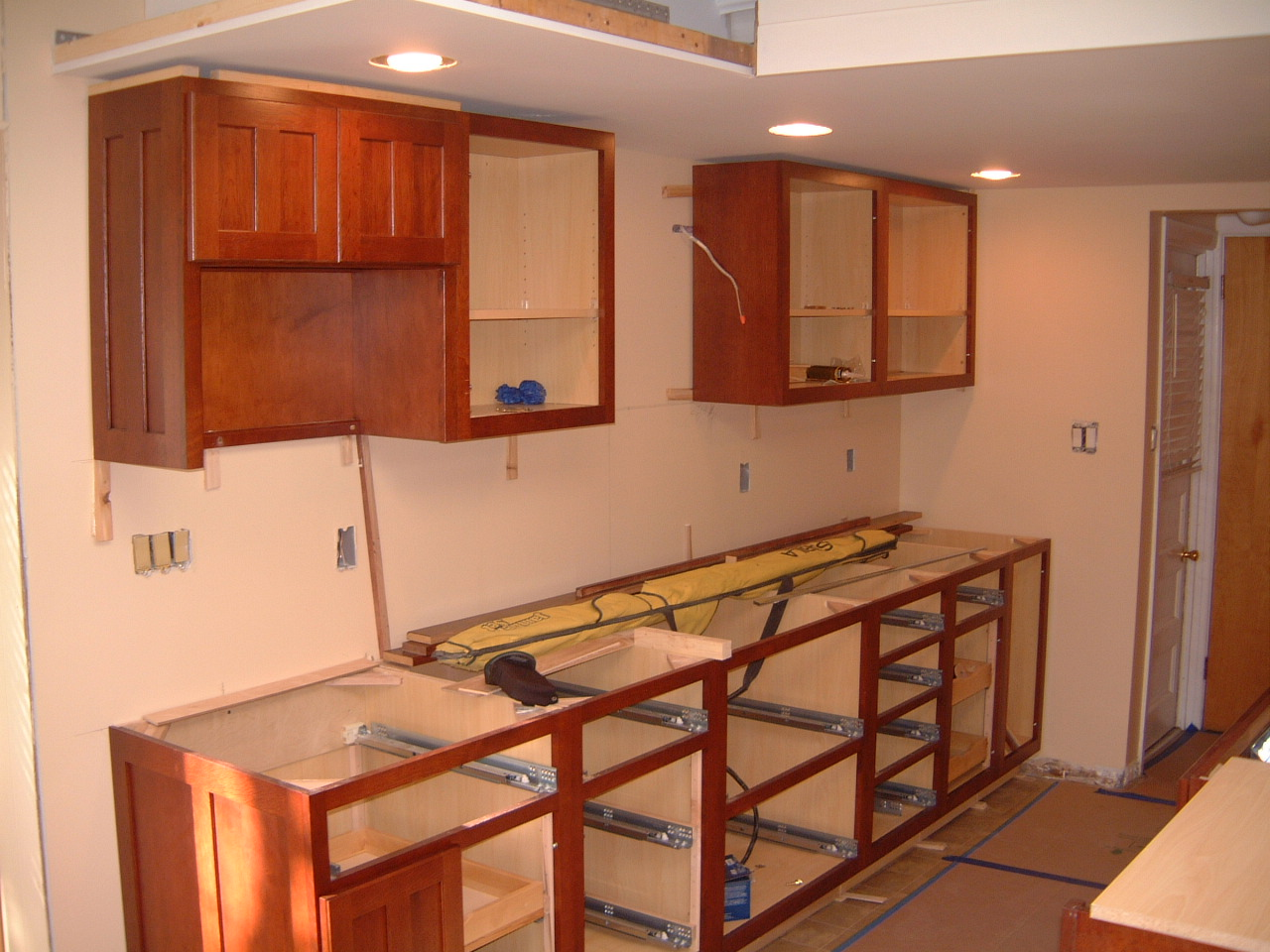How To Install Kitchen Cabinet Hardware Springfield Kitchen Cabinet Install Remodeling Designs