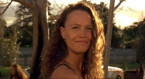 Beth Heke (Rena Owen)