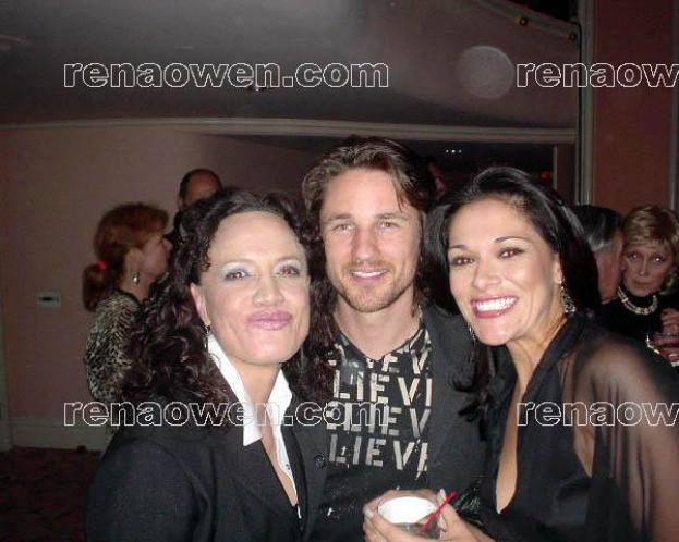 Rena with actors Martin Henderson and Simone Kessell